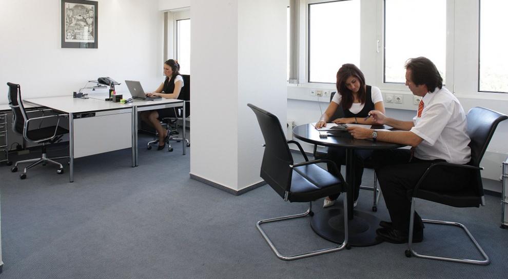 Praca w bankowości: Przez automatyzację ludzie tracą zatrudnienie, ale są tacy, którzy na niej zyskują
