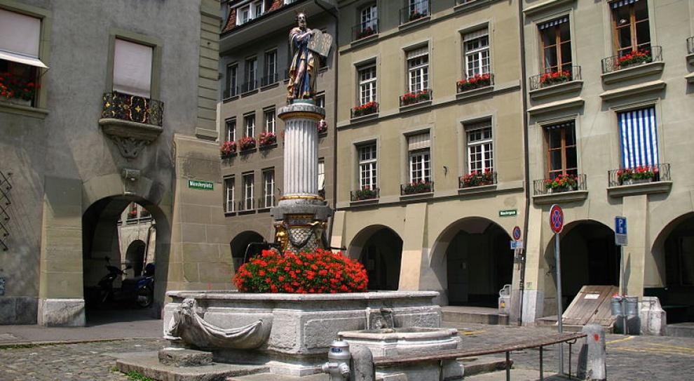 Z fontanny zamiast wody popłynęło wino