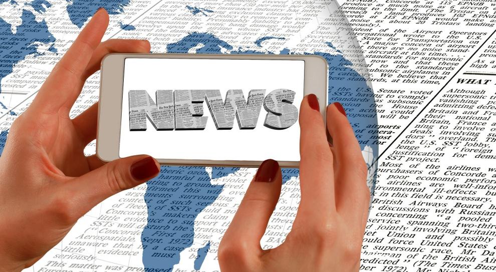 Zamiast pracować Polacy czytają newsy