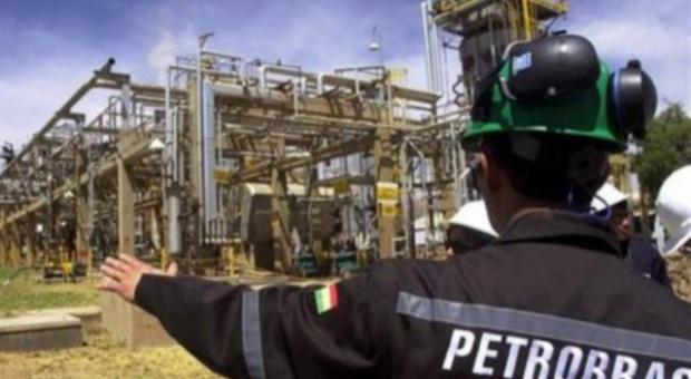 Naftowy gigant zwolni 15 proc. załogi?