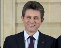 AXA: Prezes Henri de Castries odchodzi. Zastąpi go Denis Duverne