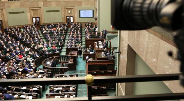 Posiedzenie rządu: Ministrowie zajmą się ochroną kobiet w ciąży i matek karmiących