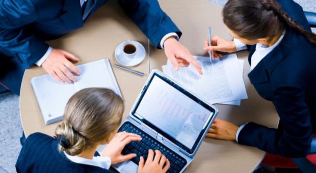 Wynagrodzenia w HR: specjalista, dyrektor ds. personalnych, asystent