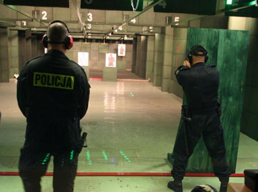 NIK: Funkcjonariusze mają dostęp do broni, ale szkolenia strzeleckie nie gwarantują odpowiedniego wyszkolenia