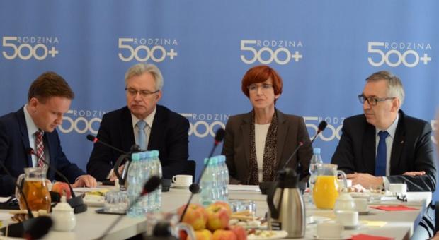 500 zł na dziecko: Program 500 plus nie zatrzyma kryzysu demograficznego? Tak uważają Polacy