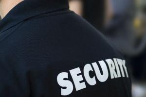 Rząd chce minimalnej stawki godzinowej, a ochroniarze w urzędach zarabiają często 5-6 zł