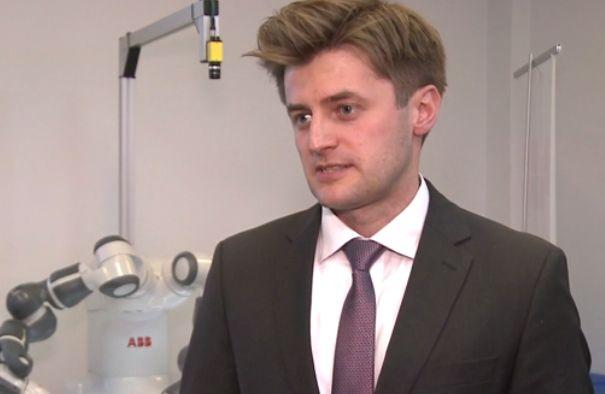 Łukasz Drewnowski, szef działu sprzedaży w dziale robotyki firmy ABB (Fot. Newseria)