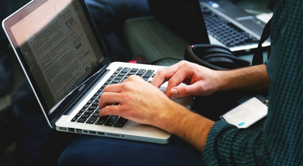 Jak bezpiecznie szukać pracy w sieci?