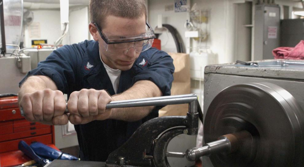 Praca dla metalowca: Wysokie stawki, niskie podwyżki
