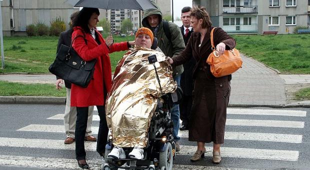 Zasiłki dla bezrobotnych i przedemerytalne: Opiekunowie niepełnosprawnych bez prawa do świadczeń?