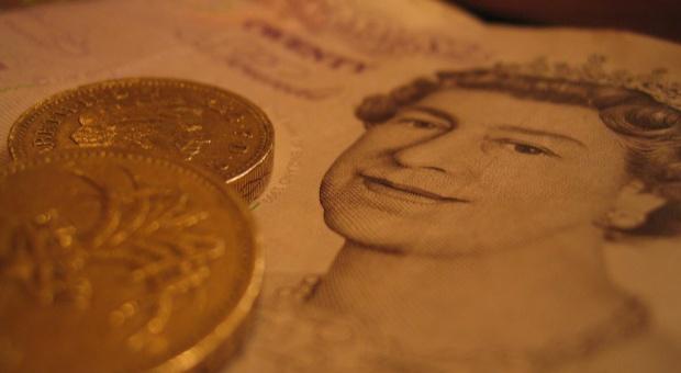 Emigranci wysyłają pieniądze do ojczyzny