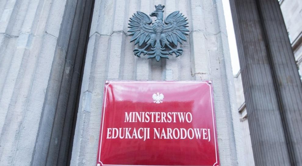 MEN odpowiada ZNP ws. godzin karcianych: Przepis kończy z fikcją i biurokracją