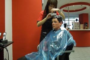 Tłumy u kosmetyczek i fryzjerów
