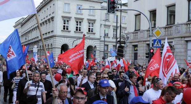 1 maja: OPZZ zaprasza KOD-owców, a nad Moskwą ciekły azot