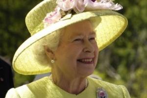 Kto chętny poprowadzić konto na FB i Twitterze królowej Elżbiecie II?