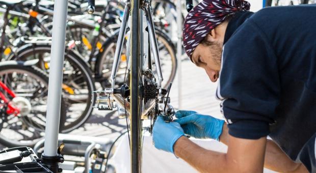 Serwis roweru za darmo. Wystarczy przyjechać nim do pracy
