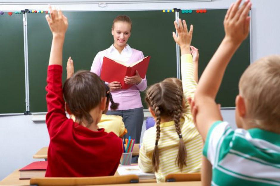 W przypadku nauczycieli szkół podstawowych i gimnazjów,