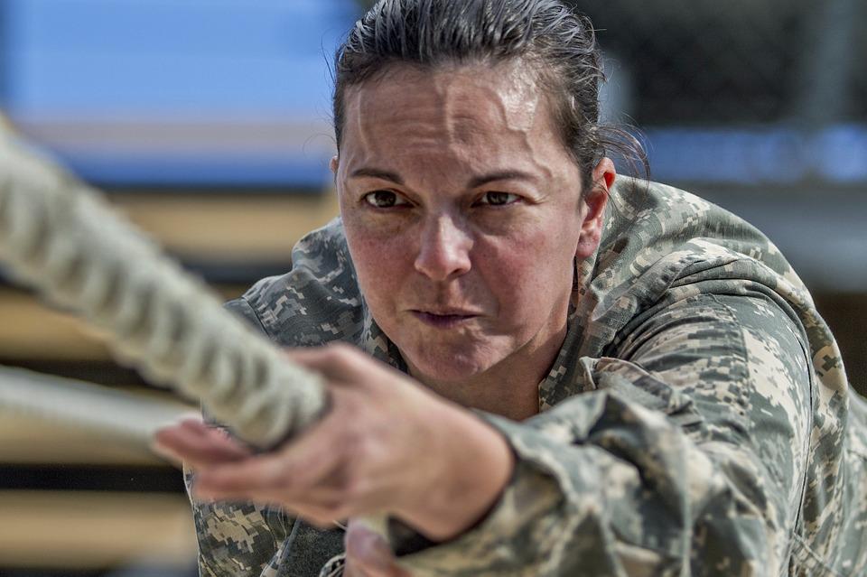 MON pracuje nad rozwiązaniami, które ochronią kobiety-żołnierzy na kontraktach, które są w ciąży, przed zwolnieniami. (fot. pixabay)