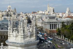 Wakacje w Hiszpanii dla 2,5 tys. pracowników. Na koszt firmy
