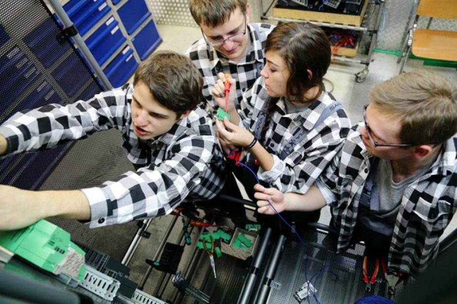 W Polsce kształcenie dualne, również na poziomie uczelni wyższych wprowadził m.in. Volkswagen. (fot. Volkswagen/Facebook)