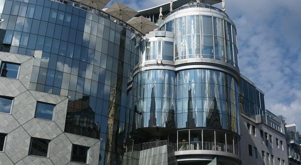 W nowoczesnych budynkach biurowych można już wynająć powierzchnie od 100-200 m kw. (fot. pixabay)