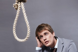 Szef musi dręczyć pracowników, aż doprowadzi ich do... samobójstwa