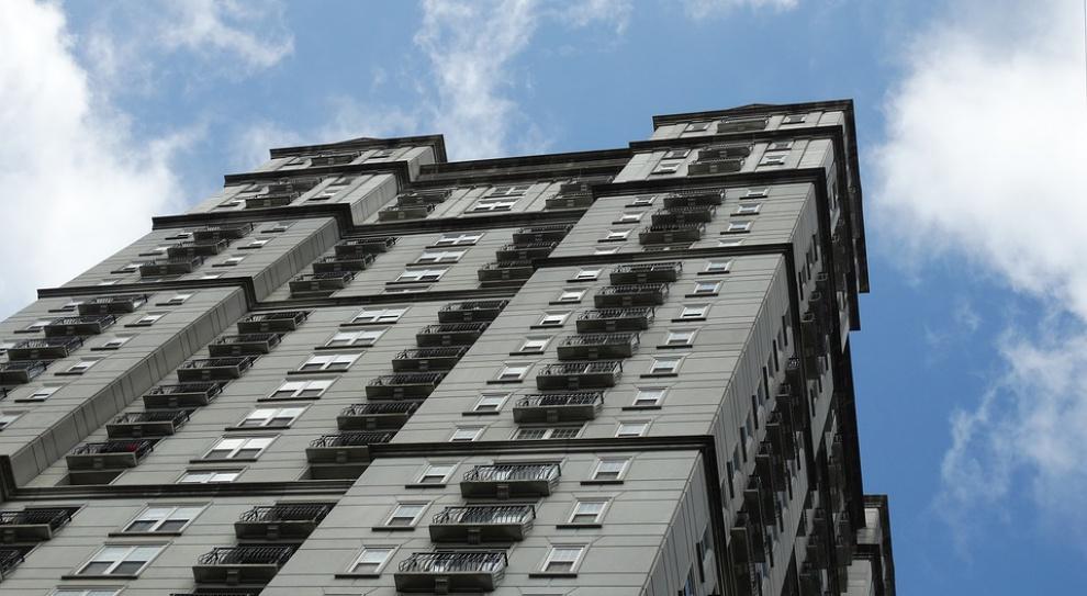 Mieszkanie, opłaty: Ile na czynsz musi pracować mieszkaniec Warszawy, a ile Berlina?