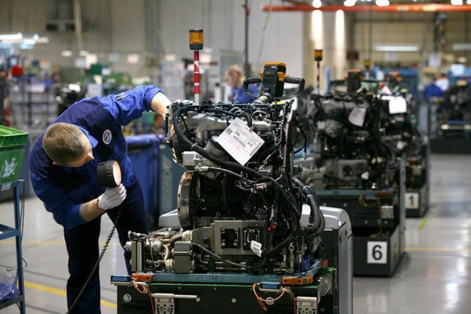 Jak szkolić pracowników produkcji w branży automotive?