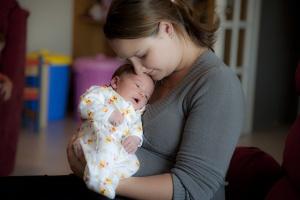 Jakie uprawnienia przysługują pracującym matkom?