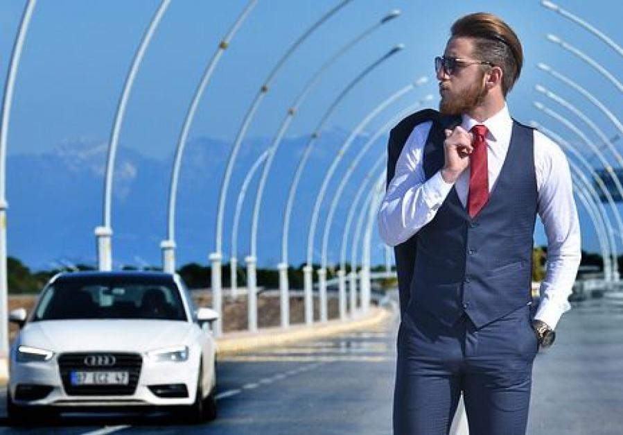 W czwartek (2 czerwca) do pracy spokojnie można udać się bez krawatu. (fot. pixabay)