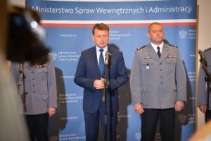 Minister nagrodził policjantów za udaremnienie zamachu i ataku bombowego