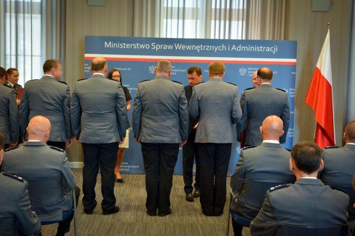 Minister Mariusz Błaszczak nagrodził policjantów za akcje we Wrocławiu i Warszawie (fot.mswia.gov.pl)