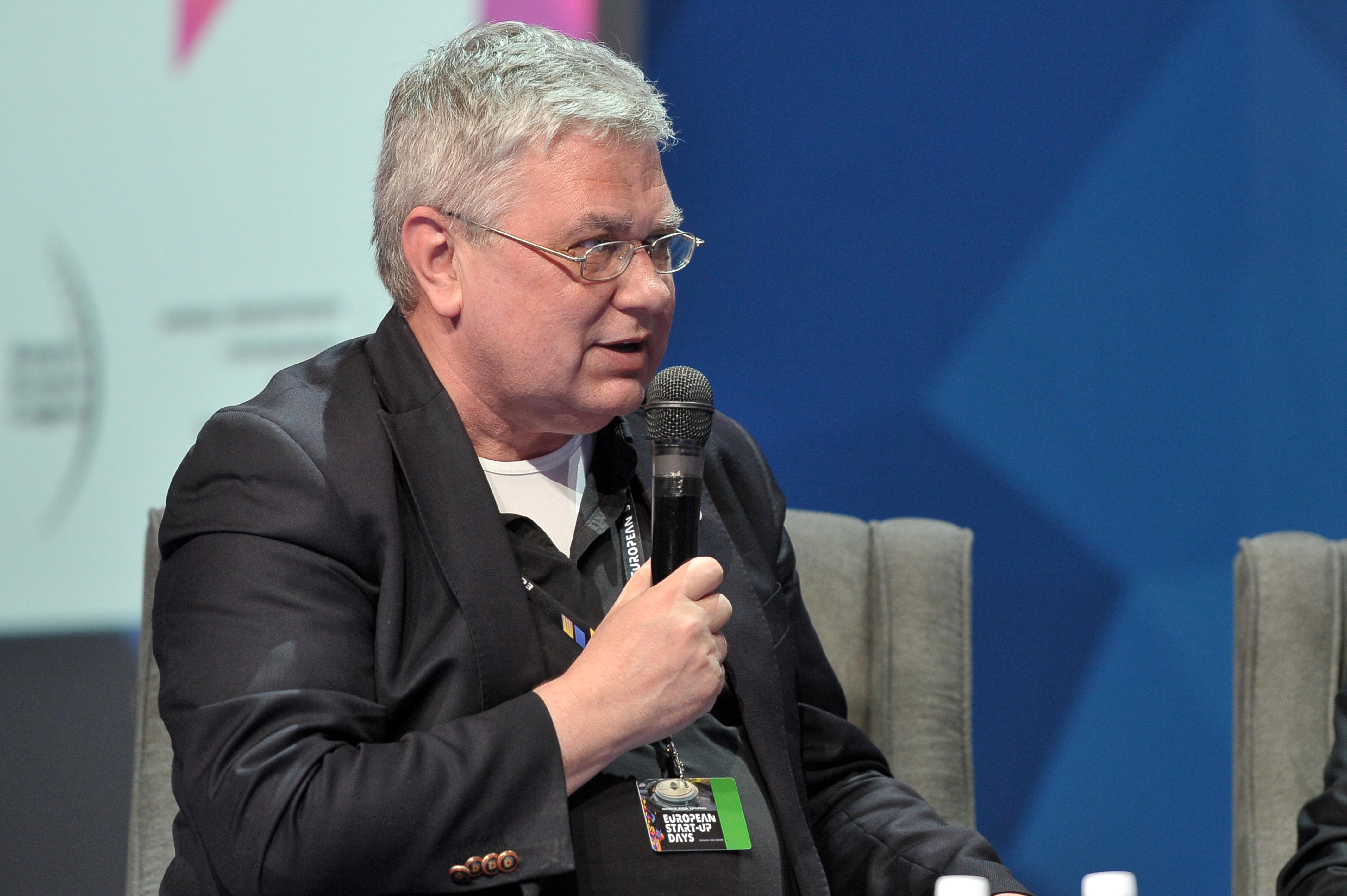 Debatę poprowadził Grzegorz Kiszluk, redaktor naczelny magazynu