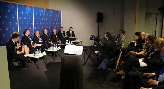 Inwestycje w Polsce: PiS zmienił klimat inwestycyjny? Na dwoje babka wróżyła