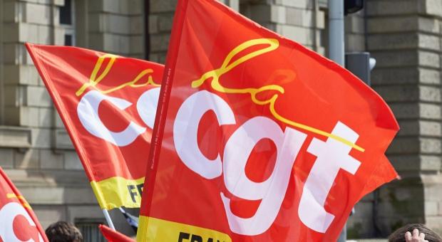 Francja, strajk: Pracownicy 16 elektrowni atomowych protestują. Strajk także na kolei