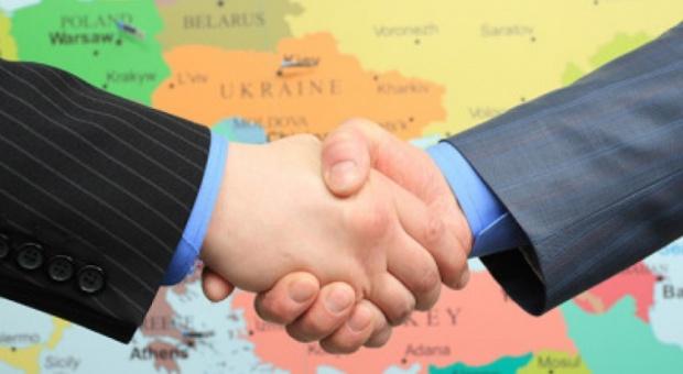 Zatrudnianie cudzoziemców, zmiany: Od 2017 r. obcokrajowcy będą zarabiać tyle samo, co Polacy