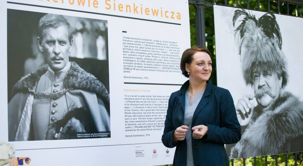 Wojewódzki konserwator zabytków, praca: Problemem niskie zarobki, ciągła rotacja pracowników i presja wojewody