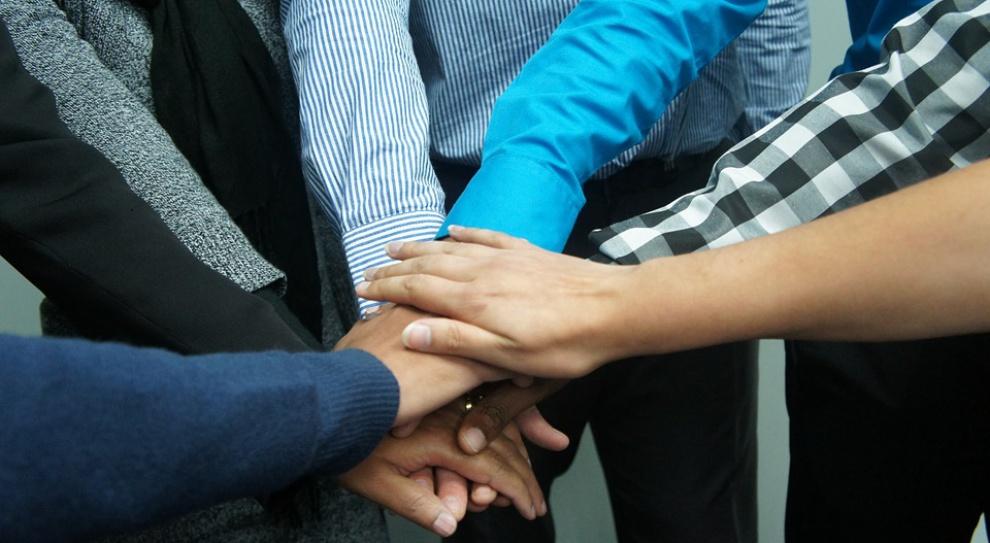 HR i kadry: Z pracy zadowoleni, z wynagrodzenia - mniej