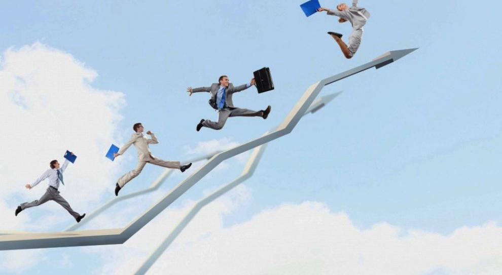 Wynagrodzenia: Magister zarobi więcej niż osoba z wykształceniem podstawowym