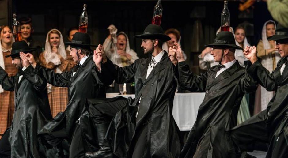 Teatr Żydowski będzie grał do końca sezonu. Od teraz w plenerze