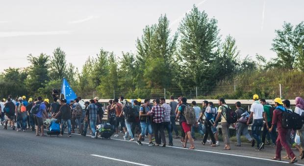 Większość Polaków obawia się napływu imigrantów