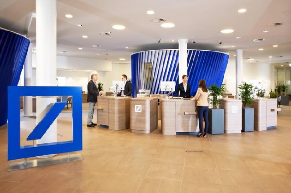 Postęp technologiczny spowoduje, że część stanowisk w bankach zniknie. Wzrośnie za to liczba etatów dla osób wprowadzających nowe technologie (fot. mat.pras.)