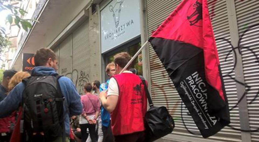 Krowarzywa, Warszawa: Założyli związek i stracili pracę
