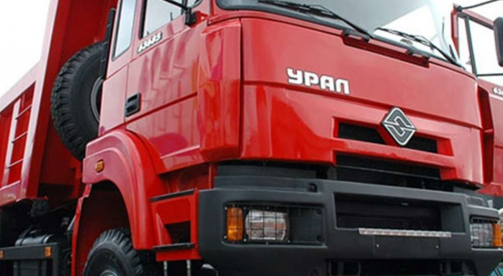 Kierowca ciężarówki, praca:  Brakuje pracowników. Problemem trudny egzamin