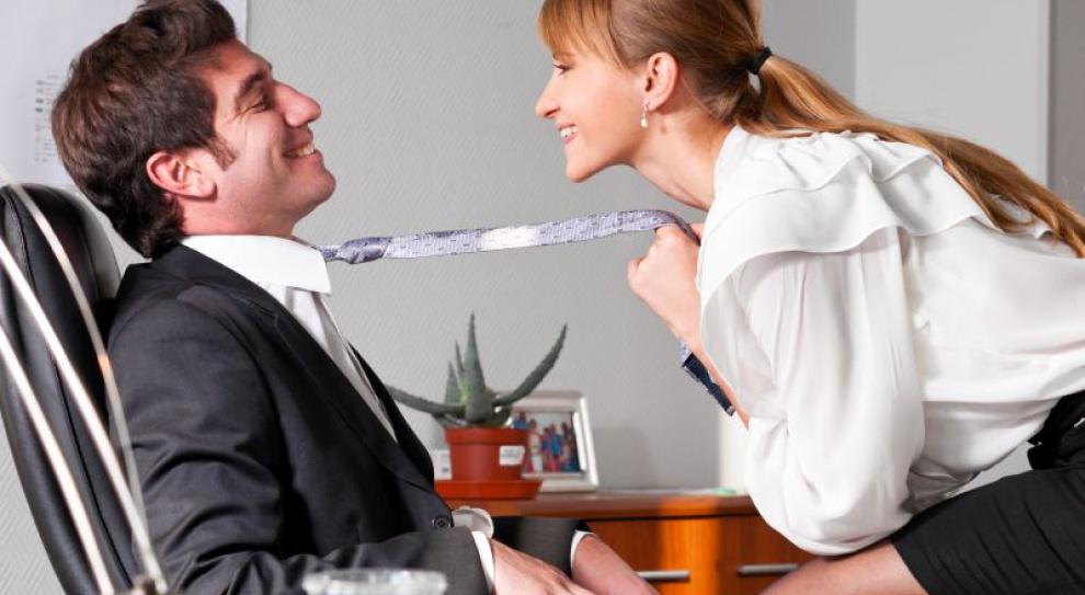 Szef nie może zwolnić za romans w pracy. Chyba że...