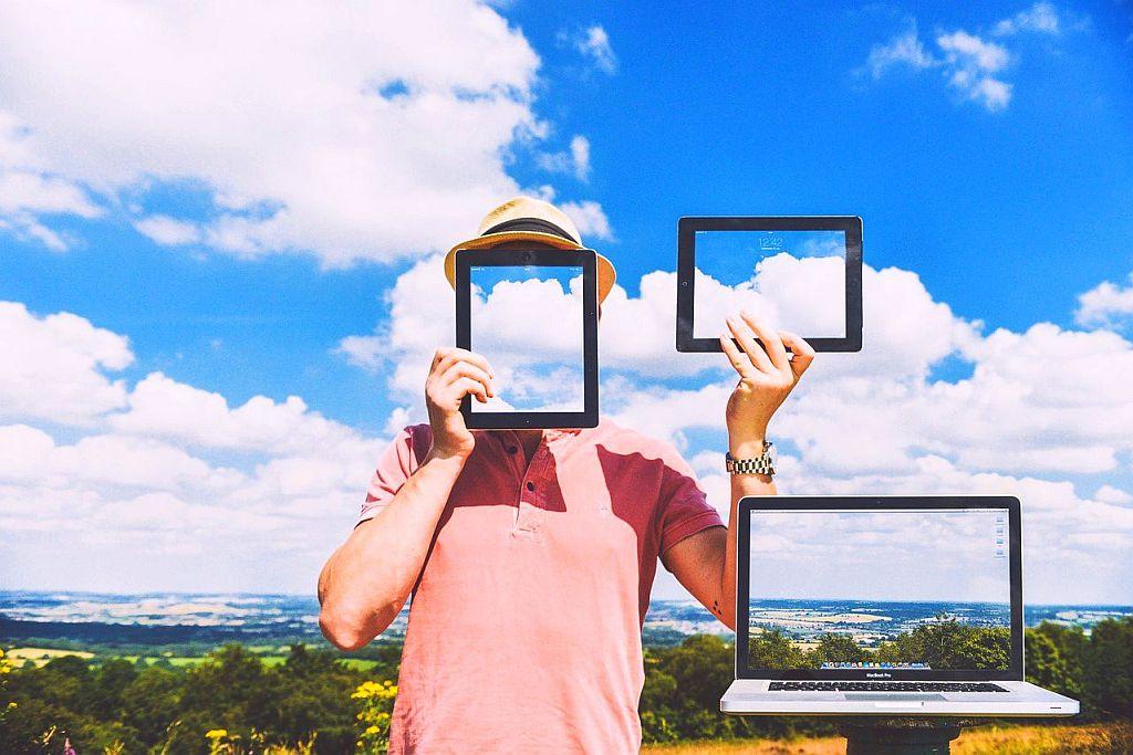 Tym, co przyczynia się do zainteresowania zawodem programisty, poza dobrymi zarobkami, jest zmieniający się stereotyp osoby uprawiającej ten zawód (fot.pixabay)