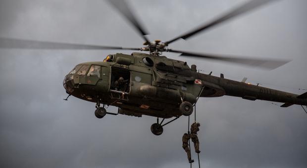 Oszustwa z wypłatami dla żołnierzy: Oficerowie i wojskowi z 33. Bazy Lotnictwa Transportowego w Powidzu zatrzymani