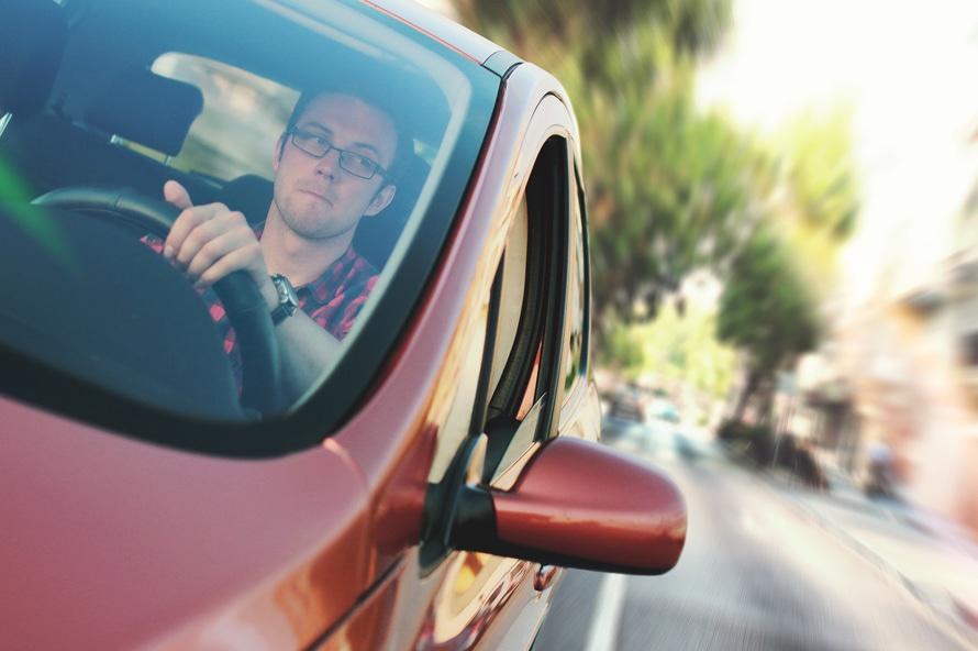 Pracownik może zostać obciążony kosztami napraw samochodu firmowego również wtedy, kiedy uległ on poważnemu uszkodzeniu na skutek nieprawidłowej eksploatacji (fot.mat.pras.)