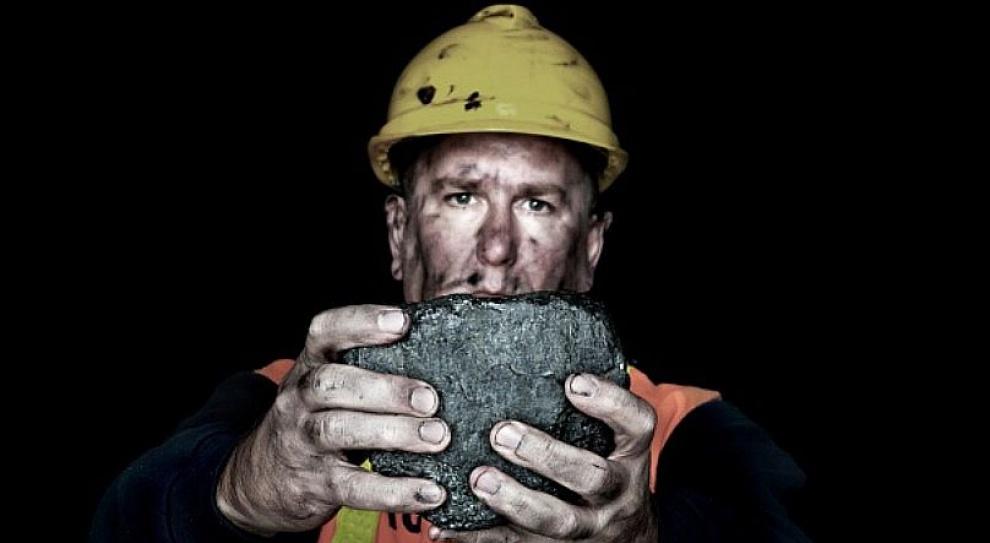 Praca w kopalni, górnicy: O 3,7 tys. osób zmniejszyło się zatrudnienie w kopalniach w 2016 r.
