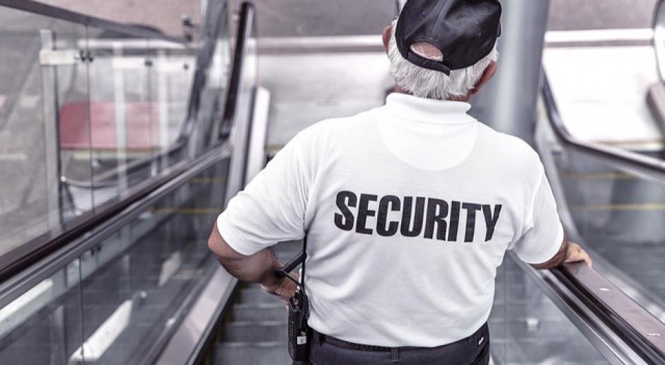 Ochroniarz, praca, minimalna stawka godzinowa: Co piąty pracownik ochrony może stracić pracę